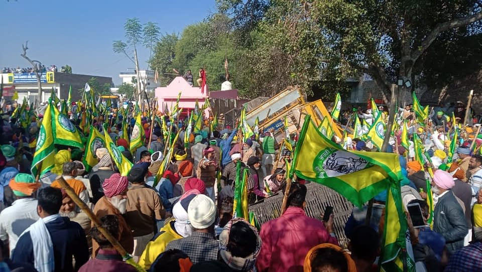 lagar on delhi borders farmers